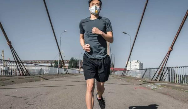 Jogger's Lungs Collapsed after Running with Face Mask. Should I Wear a Mask While Exercising?